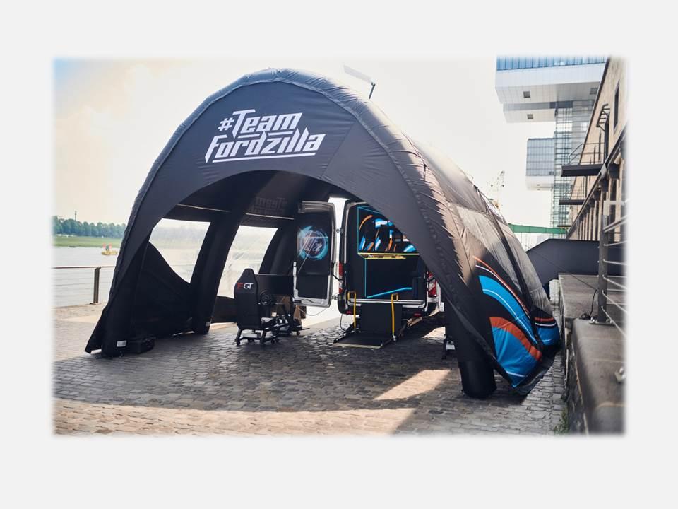 """Bild: Team Fordzilla unterstützt wohltätige Kinderhilfen vor Ort mit europaweiter """"Gaming Transit""""-Roadtour (Bildrechte / Fotograf: Ford-Werke GmbH)"""