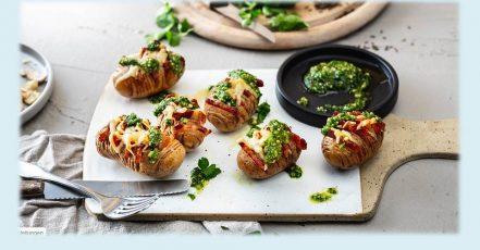 Bild: Schmackhafte Raffinesse – das Rezept für die kreativen Fächerkartoffeln à la Hasselback gibt es im Rezeptbereich auf die-kartoffel.de